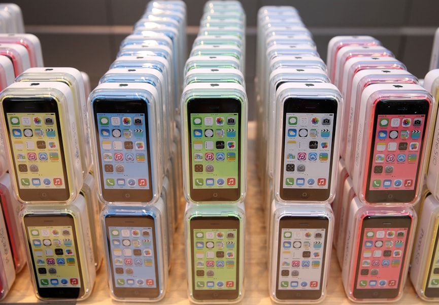 PALO ALTO, CA - SEPTEMBER 20:  The new Apple iPhone 5C is displayed at an Apple Store on September 20, 2013 in Palo Alto, California. Apple launched two new models of iPhone: the iPhone 5S, which is preceded by the iPhone 5, and a cheaper, paired down version, the iPhone 5C. The phones come with a new operating system.  (Photo by Justin Sullivan/Getty Images)