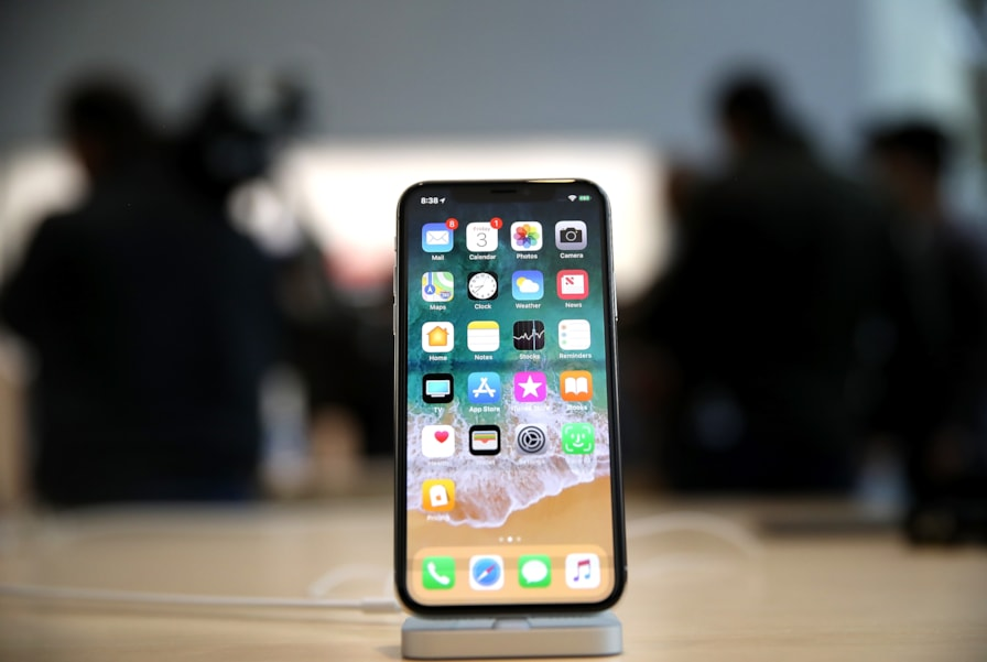 PALO ALTO, CA - NOVEMBER 03:  The new iPhone X is displayed at an Apple Store on November 3, 2017 in Palo Alto, California. The highly anticipated iPhone X went on sale around the world today.  (Photo by Justin Sullivan/Getty Images)