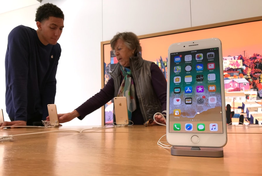 CORTE MADERA, CA - FEBRUARY 01:  An iPhone is displayed at an Apple Store on February 1, 2018 in Corte Madera, California. Apple will report quarterly earnings after the closing bell.  (Photo by Justin Sullivan/Getty Images)