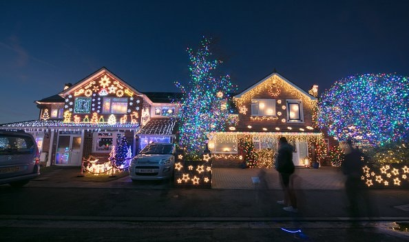 Passerby Calls 911 on Fake Clark Griswold Christmas Display